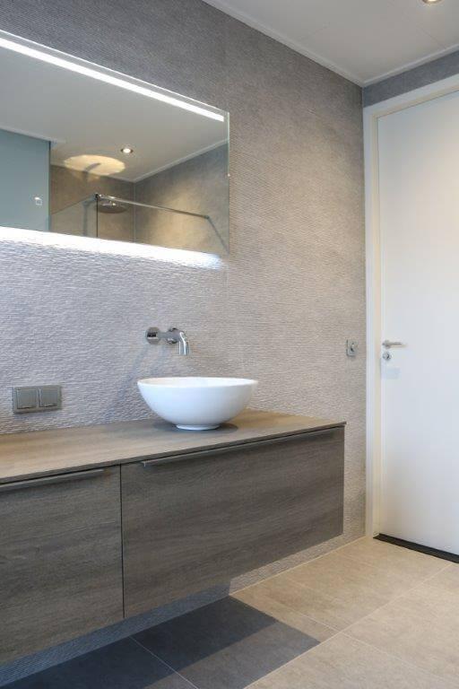 nieuwe badkamer met antraciete vloertegels